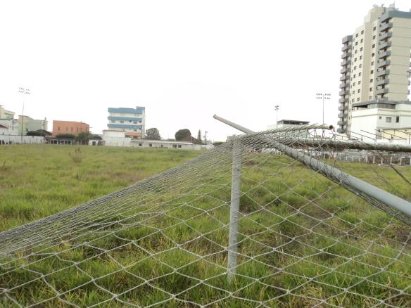O gol norte do Estado da Lema, que tantas vezes levou tantas pessoas ao delirio ao ver a rede balançar...