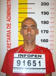Israel Batista: Preso com 6 frascos de Rexona na cueca...!