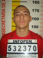 Adriano Vieira  além de fazer a coleta na casa lotérica pilotou a moto roubada na fuga...