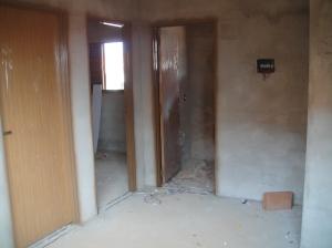 ... Sala, banheiro de frente e dois quartos...