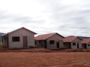 """O aluguel mensal do aparamento da 'tia"""" Ana Lucy dá para construir três casinhas desta por mês no Jardim Brasil II!"""