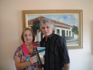 """A simpatississima Cidinha Mesquita recebeu """"Meninos..."""" em seu aconchegante apartamento em Santa Rita do Sapucaí."""
