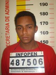 """Alex  Neguinho, que respoondia por 155, 180 e 33 e era investigado pela assassinato de """"Barba"""", morreui Pas 06h25 da manha desta querta no mesmo lcoaonde matou"""