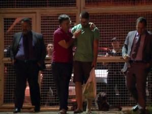 Momento emq ue Lucas deixava o Hotel do Juquinha. (Foto;Reprodução EPTV)