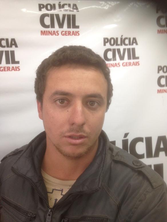 """Herivelton Antonio Dias, preso numa blitz em Inconfidentes: ele não sabia que estava na lista negra da policia, mas sabia de um """"rolo"""" de CNH falsa há quatro anos!"""